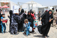 displaced Iraqis arrive in Hammam Al-Alil transition zone, south east of Mosul.