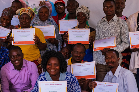 """The Central-East region is the most affected community by irregular migration in Burkina Faso. In 2018, 56 per cent of migrants assisted to voluntary return to Burkina Faso by IOM came from this region. As part of its awareness raising activities, IOM trained 25 community actors from the Central-Eastern Region of Burkina Faso trained by the International Organization for Migration (IOM) in community mobilization techniques. The goal is to empower these voices to effectively raise awareness among young people about the dangers of irregular migration. Migration of young """"able-bodies"""" from the region is more often due to a precarious economic situation, plus social and cultural motivations. Therefore, it is crucial to adopt participatory approach to raising awareness. Community mobilization responds to this need by enabling community members to take ownership of the theme, and by building their capacities to organizing community dialogue sessions to change attitudes and behaviours.More than 2,300 stranded migrants have voluntarily returned to Burkina Faso under the EU-IOM Joint Initiative for the Protection and Reintegration of Migrants (as of October 2019). Launched in December 2016 with funding from the EU Trust Fund for Africa (EUTF), the EU-IOM Joint Initiative for the Protection and Reintegration of Migrants is the first global programme to save lives, protect and assist migrants along key migration routes in Africa"""