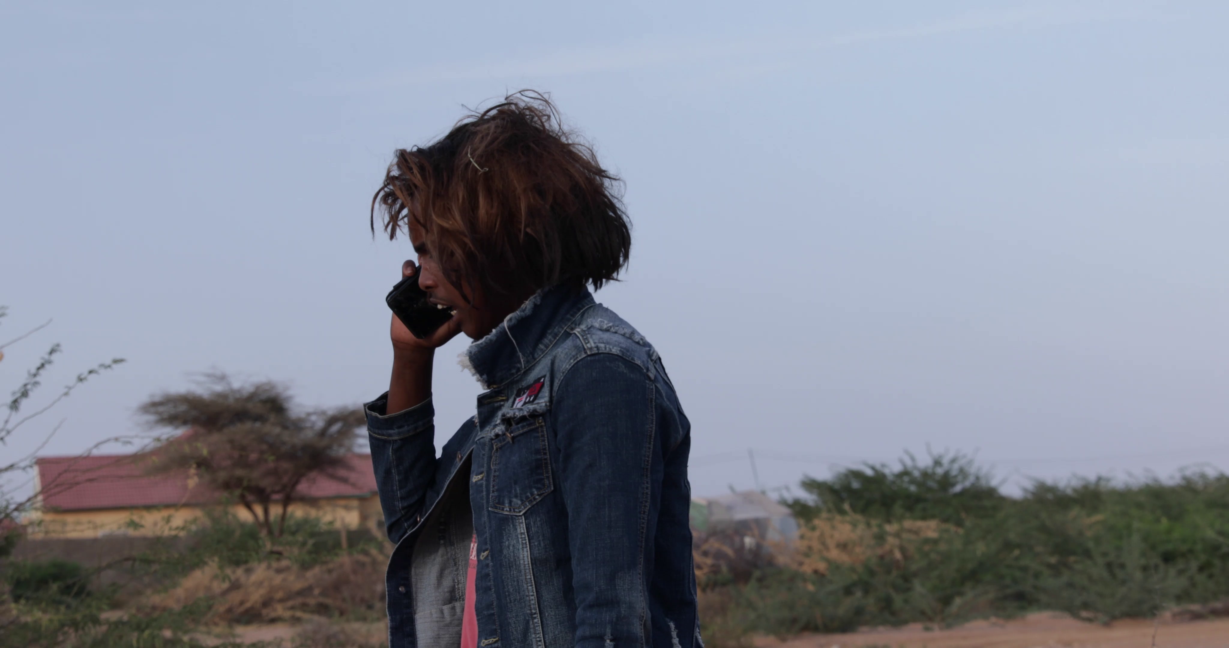 Somali returnees produce a film which re-enacts their experiences travelling to Libya irregularly and showcases the dangers of their journey. The returnees hope that by showing this film  locally that it raises awareness to the dangerous of irregular migration.
