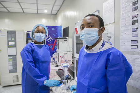 Since July 2020, amid the COVID-19 pandemic, IOM has lead the provision of COVID-19 related health services in 19 countries to United Nations staff and their families so that they can continue to work where they are needed.In Abuja, Nigeria, services provided include testing for COVID-19, management of COVID-19 patients and isolation facilities, mental health and psychosocial support and referral for a higher-level of care, including hospitalization and medical evacuation where needed.